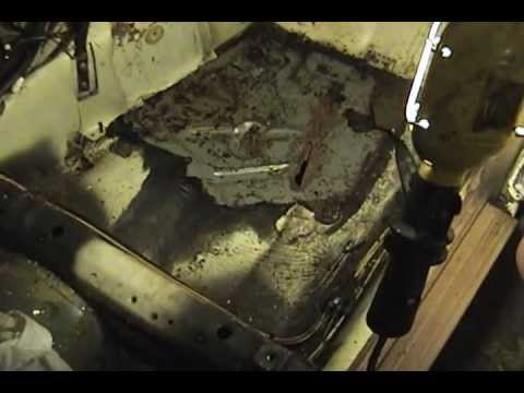 1983 Mercedes-Benz 240D – part 17: removing interior floor coating