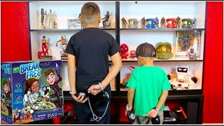 "Damian, Deion and Dad play a new YULU game ""Break Free"" having to go through a maze with the key to unlock handcuff and win. with 3 levels of difficulty.Merchandise: https://squareup.com/store/damian-and-deion-in-motionTo help fund us without using your money!!https://www.gawkbox.com/damiandeioninmotionDeion's Playtimehttps://www.youtube.com/channel/UCiFE8wDjWLMWmnkbLgLGzdQDamian and Deion Gaminghttps://www.youtube.com/channel/UCSxL4hf1i1wPWCVX4DaQwfQFollow us:https://instagram.com/damian_and_deion_in_motion/"