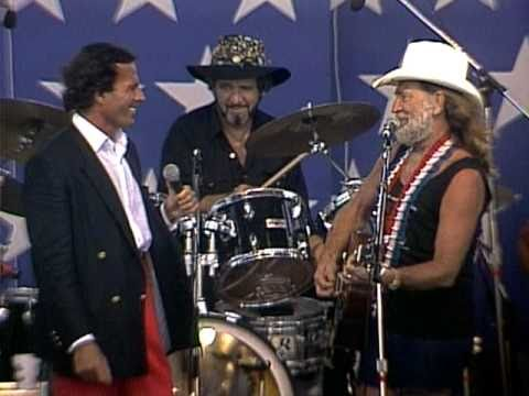 julio - Willie Nelson & Julio Iglesias perform 