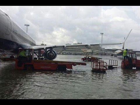 hujan lebat di Chennai, Tamil Nadu, India Selatan dengan banjir yang meluas, monsun hujan