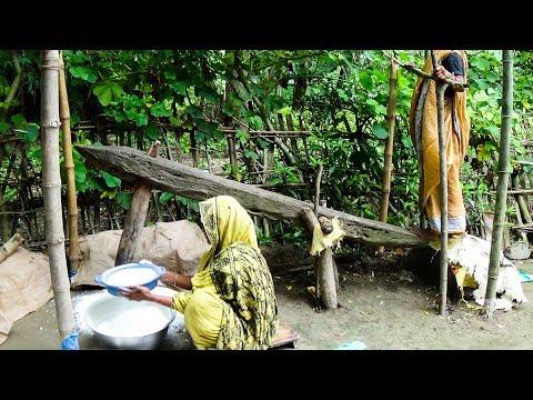 Traditional Dekhi: Making Rice Flour by Traditional Dekhi