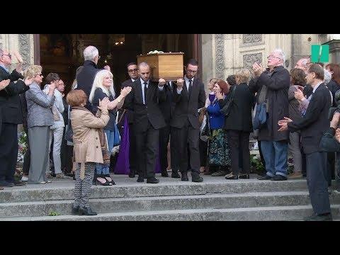 Aux obsèques de Jean Piat, les célébrités du théâtre et du cinéma lui rendent hommage (видео)