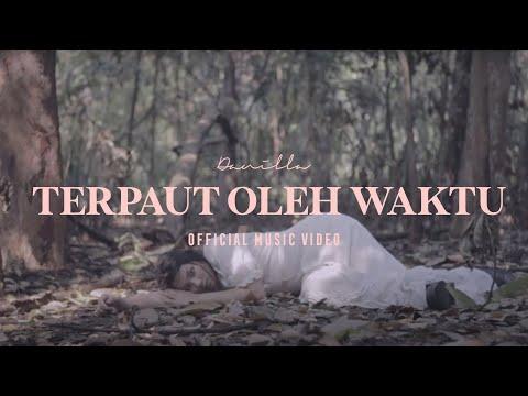 Download Video Danilla - Terpaut Oleh Waktu (Official Music Video)