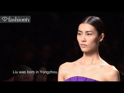 Liu Wen - Liu Wen: Top Model at Fashion Week Fall/Winter 2012-13 http://www.FashionTV.com/videos MILAN - FashionTV highlights top model Liu Wen for Fall/Winter 2012-20...