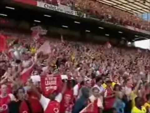 Arsenal Lifting The Premiership Trophy 2004