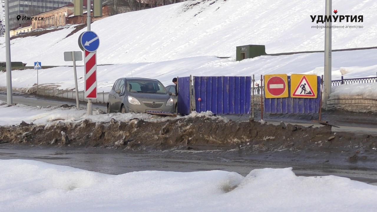 Автомобилисты игнорируют запрет на проезд по улице Милиционной в Ижевске