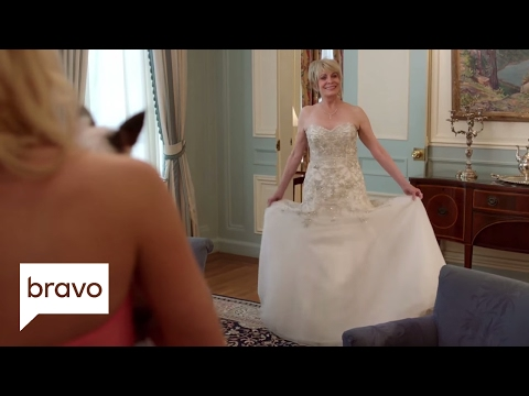 Odd Mom Out: Brooke's Not the Only One in White (Season 2, Episode 10) | Bravo