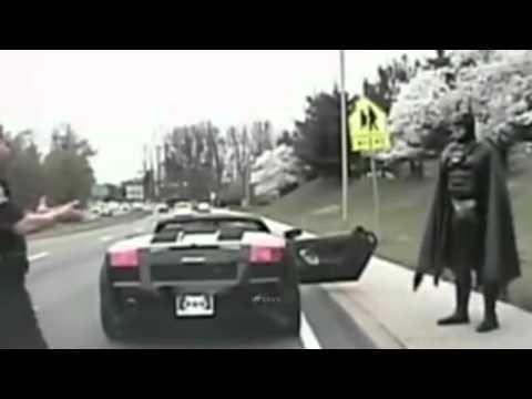 polizia ferma lamborghini con a bordo...batman!
