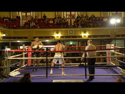 Rhasisn Earlington  continues his winning ways at  kings hall Stoke