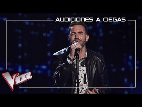 El cantante isleño Julio Roldán, canta 'Menos mal'