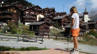 GrimentzValaisGrimentz fica a 1.570 metros de altitude, no Val d'Anniviers valesano. Esta vila é um verdadeiro álbum de fotos, famosa por seus graneis enegrecidos, queimados de sol, e por seus inúmeros gerânios rubros, espalhados pelas jardineiras do local.Grimentz, a pitoresca vila de Valais, pertence a Anniviers, no vale com o mesmo nome. Um passeio pela vila revela todo o charme da mesma, localizando-se no centro a casa burguesa do ano de 1550. Em sua adega, amadurece um vinho de geleira branco em pipas antigas de lariço – uma especialidade de vinho dos antigos agricultores nômades.No Val d'Anniviers, 100 quilômetros depercursos pedestres e ciclovias atraem para a natureza. Na base da geleira Moiry é possível observar diversas formas geomorfológicas, bem como montes de argila cobertos de gelo e pedras de geleiras. No inverno, a estância de esqui atinge até 3000 metros de altura. Um parque de diversões, opções de circuitos, trilhas de cross-country, percursos de tobogã e pedestres completam a oferta.VerãoInvernoDestaquesClimaEventosDicas para GrimentzAtraçõesParques e praçasCity ToursMuseumExcursõesBares e RestaurantesNightlifeTransportesMais em GrimentzHotéisCasas para temporadaTemperaturas balnearesBoletim de inverno Talvez isso seja interessanteDestinos de férias na SuíçaResorts para famíliasLugares de magiaCidades suíçasDestinos de verão Hotéis de Bem-EstarHotéis Tipicamente SuíçosSwiss Family Swiss Bike HotelsHotéis Históricos Suíços