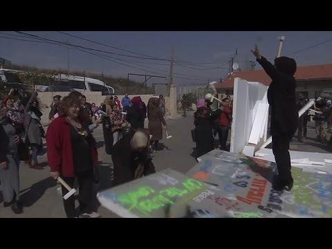 Γκρέμισαν συμβολικά αυτοσχέδιο τείχος στην Ιερουσαλήμ