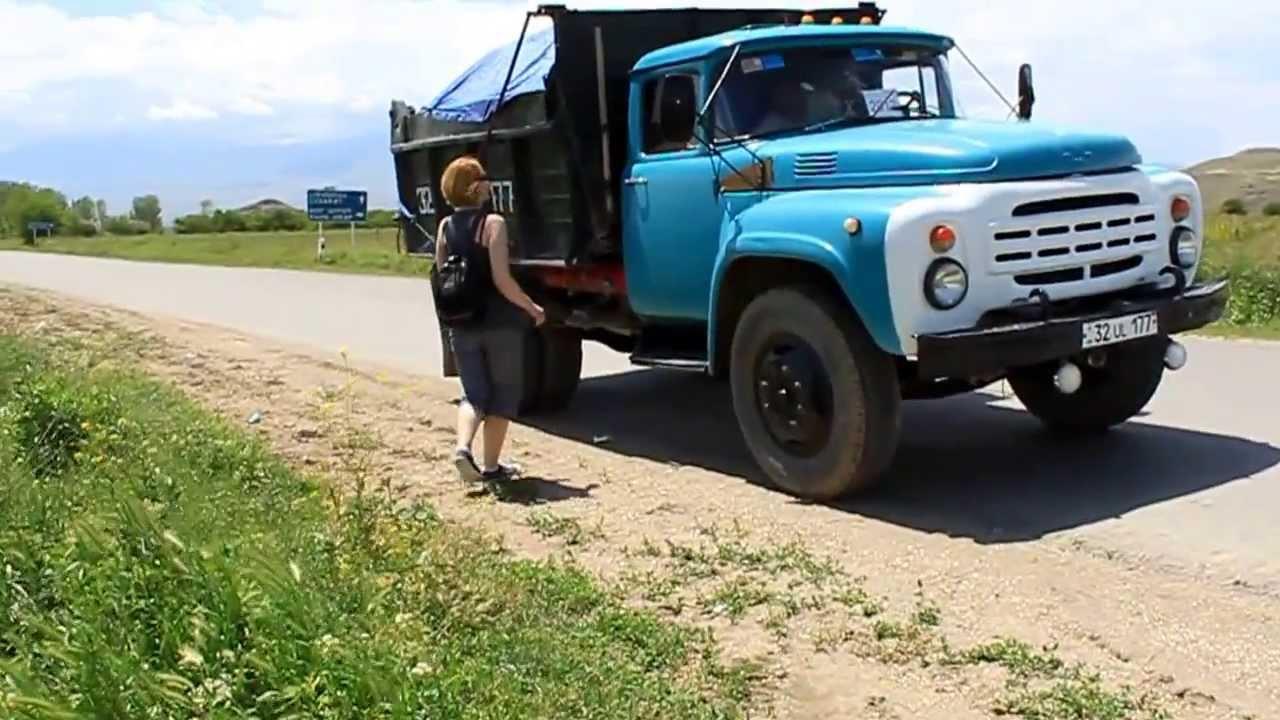 Ինչպես են ռուս աղջիկները Հայաստանում ավտոստոպով ճամփորդել