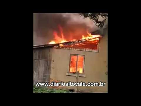 Incêndio em residência em Braço do Trombudo