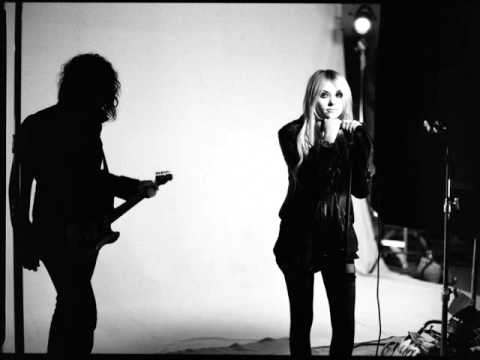The Pretty Reckless - He loves you lyrics
