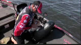 KVD tries a different lure - day 2 Toledo Bend