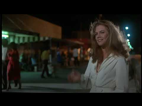 Sultry Kathleen Turner sizzles in 'Body Heat' (1981)