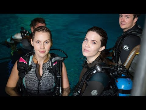 '47 Meters Down' Filming Underwater Interview