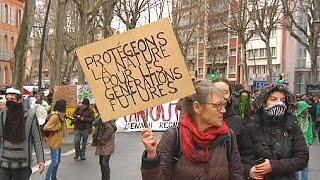 Fransa'nın Toulouse kentindeki protesto gösterisinde çatışma