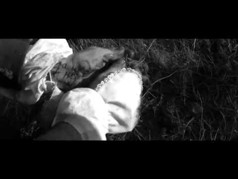 A Field in England - Offizieller Deutscher Trailer (2013)