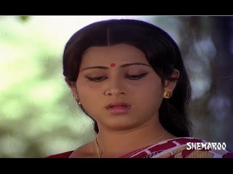 Apadbandhavulu Telugu Movie - Geetha supporting a villager - Sridhar  Sharada 19 April 2014 09 PM