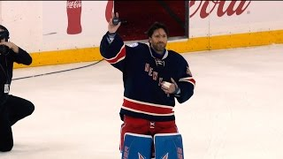 Henrik Lundqvist becomes 12th goalie to win 400 games by NHL