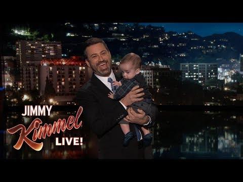 Ο Τζίμι Κίμελ αγκαλιά με το γιο του μετά την εγχείρηση καρδιάς στην οποία υπεβλήθη