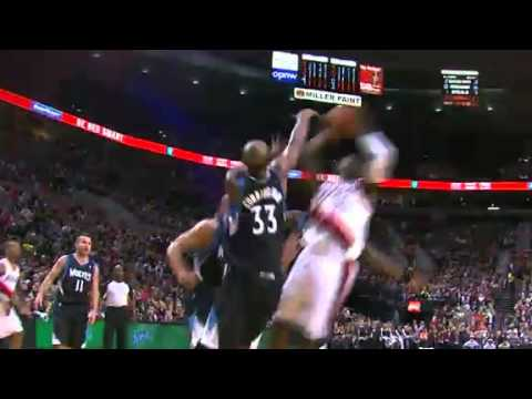 LaMarcus Aldridge dunks on the Timberwolves