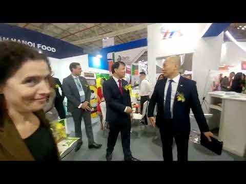 Thứ trưởng Đỗ Thắng Hải thăm gian hàng Vietnam FoodExpo 2018