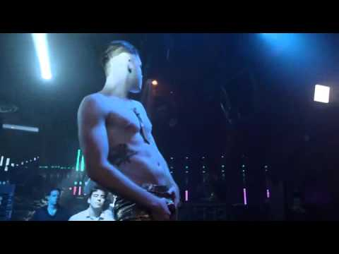 Gallavich, Ian Gallagher stripping, and more from season4 episode 8