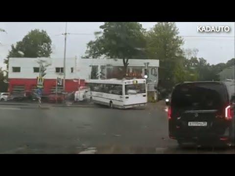 ДТП с автобусом в Калининграде на улице Гагарина