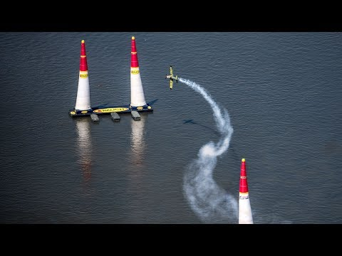 Voltige aérienne : la conférence IPSA Demain reçoit le pilote Mikaël Brageot
