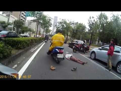 行人穿越車道發生車禍