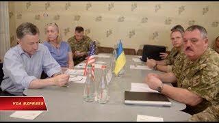 """Tin tức: http://www.facebook.com/VOATiengViet, http://www.youtube.com/VOATiengVietVideo, http://www.voatiengviet.com. Nếu không vào được VOA, xin các bạn hãy vào http://vn3000.com để vượt tường lửa. Nga phải chịu trách nhiệm về """"cuộc chiến tranh nóng"""" ở Đông Ukraine, đặc sứ mới được bổ nhiệm của Hoa Kỳ ở Ukraine tuyên bố ngày 23/7. Ông Kurt Volker, người được Bộ Ngoại giao Mỹ bổ nhiệm đầu tháng này để đàm phán việc chấm dứt hơn ba năm xung đột khiến 10.000 người thiệt mạng, đã đến thăm Ukraine trước cuộc điện đàm giữa lãnh đạo các nước Mỹ, Nga, Đức và Pháp. Ông Kurt Volker, đặc sứ Hoa Kỳ tại Ukraine cho biết: """"Chúng tôi quan sát những gì diễn ra. Chúng tôi hiểu rõ cách thức khởi đầu cuộc xung đột này. Hiện nay chúng tôi hiểu được phương thức quản lý cuộc khủng hoảng này, và lý do tại sao việc Hoa Kỳ can thiệp lại trở nên quan trọng và chúng tôi cố gắng tìm ra một phương cách để thay đổi chiến lược tiềm năng nhằm đưa ra các quyết định khác nhau; cùng nhau vượt qua để lãnh thổ Ukraine được phục hồi.""""  Chuyến viếng thăm của ông Volker diễn ra sau một tuần xảy ra bạo động đẫm máu ở miền đông Ukraine, với ít nhất 11 người thiệt mạng trong vài ngày qua, đây là vụ bạo động nghiêm trọng nhất trong những tháng gần đây.  Quốc hội Mỹ tuần này sẽ biểu quyết dự luật kêu gọi áp dụng các biện pháp chế tài đối với Nga, không chỉ vì sự can thiệp vào bầu cử Mỹ 216, mà còn vì hành động sáp nhập bán đảo Crimea của Ukraine vào năm 2014."""