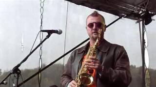 Video Národ Sobě - Nahoru a dolů - live in Dunění rockových tamtamů