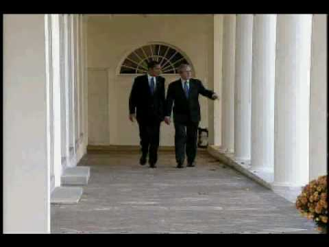 DL Hughley Breaks the News - Obama and Bush at White House