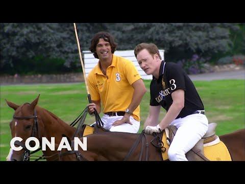 Conan se učí hrát pólo