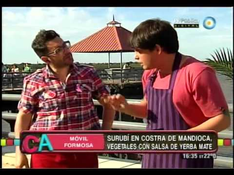 Surubí en costra de mandioca y vegetales con salsa de mandioca