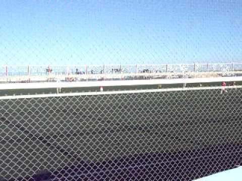 la barra de fierro en rio gallegos-huracan de comodoro rivadavia vs boca rio gallegos-28-02-2010.AVI - Barra de Fierro - Huracán de Comodoro