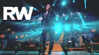 Robbie Williams videoclip Shine My Shoes (Live)