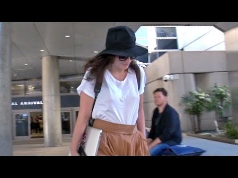 Lorde Carries Her Laptop As She Arrives In L.A. To Work On Finishing New Album
