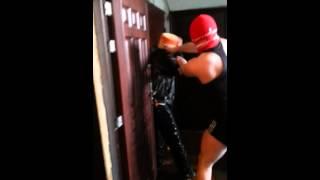 Rosja – Kara dla sąsiada sikającego pod drzwiami.
