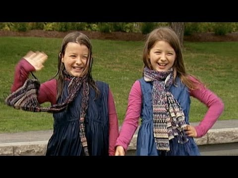 2 chị em sinh đôi