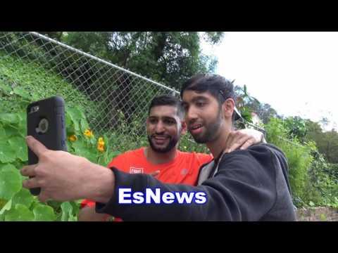 Amir Khan Meets Fan Who Tells Him - He's AWASOME! EsNews Boxing (видео)