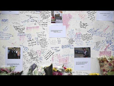 Η Βρετανία τιμά τη μνήμη της Τζο Κοξ