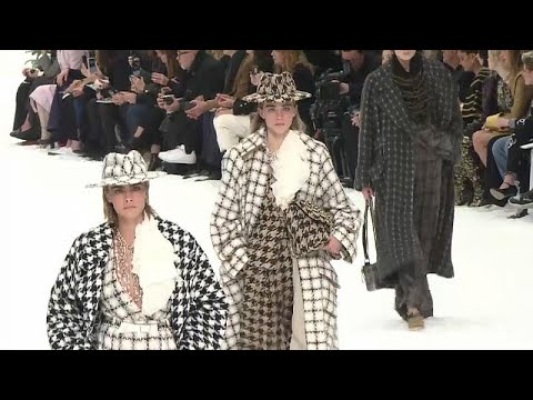 Letzte Fashion-Show in Paris: Lagerfeld sagt leise »Ser ...