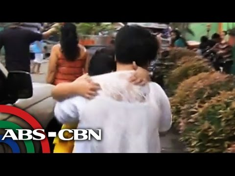 Public - A mother arrested by citizen after she saw hurting her child in public. Subscribe to the ABS-CBN News channel! - http://goo.gl/7lR5ep Watch the full episodes of Bandila on TFC.TV http://bit.ly/...