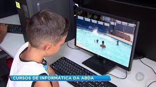 Crianças aprendem informática e programação em projeto criado por associação de Bauru