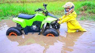 Квадрик ВЕЗДЕХОД...Tisha rides a children's ATV and is stuck in a puddle.Danya  saves Tisha