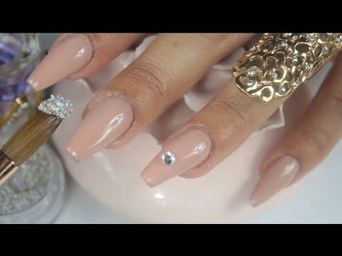 uñas acrilicas extremadamente naturales para una novia o ocasiones especiales